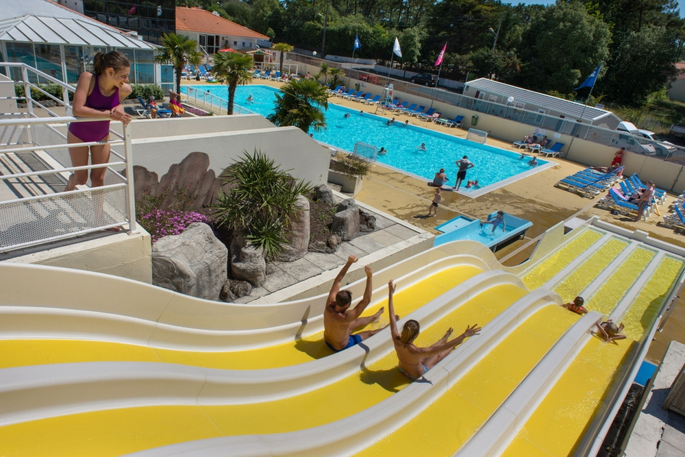 Camping siblu le bois masson campings saint jean de for Camping saint jean de monts piscine couverte