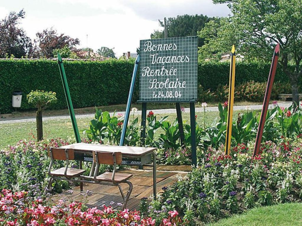 Jardin des jacobins tourist attractions fontenay le for Jardin 85