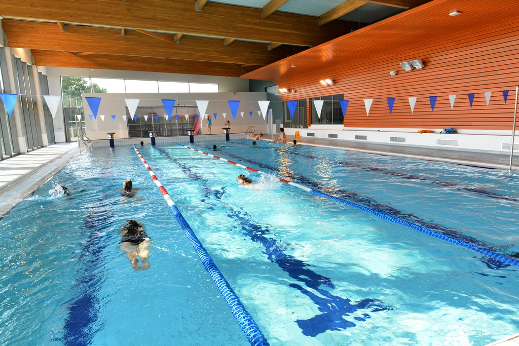 Piscine sud sorties d tente rives de l 39 yon vend e for Piscine de saint avold