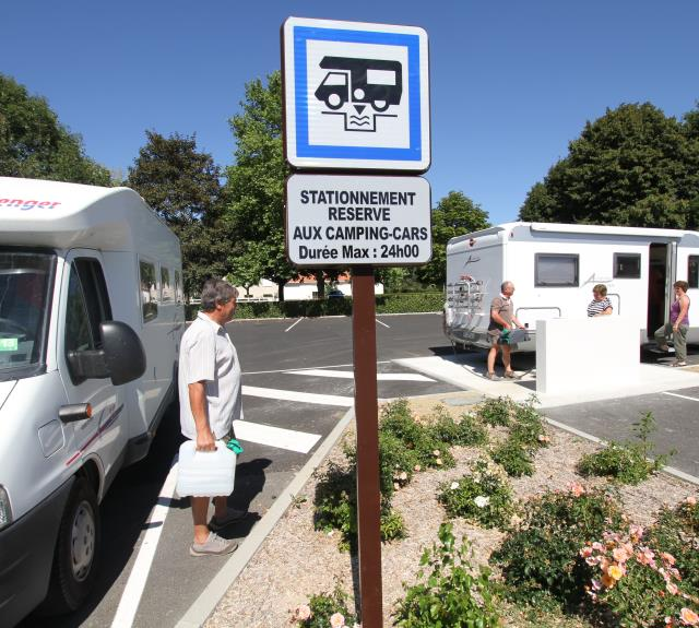 aire-camping-cars-les-herbiers-85-accam-1
