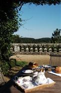 Le petit dejeuner sur la terrasse