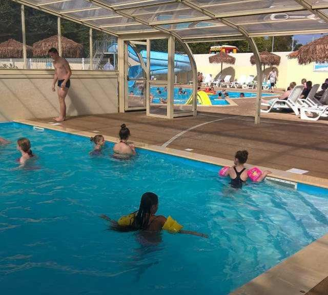 camping-avrille-mancellieres-piscine-couverte