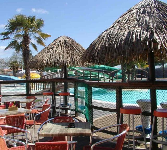 camping-jard-mer-curtys-bar-piscine