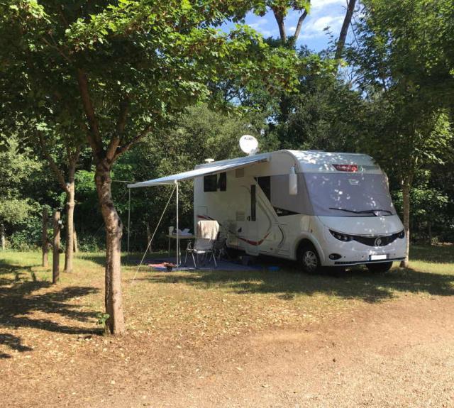 camping-jard-mer-ventouse-emplacement-camping-car
