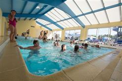 camping-la-bolee-dair-saint-vincent-sur-jard-piscine-couverte
