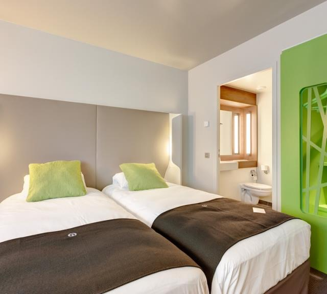 chambre_double_lit_simple_hotel_campanile
