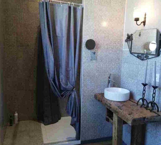 location_de_vacances_talmont_st_hilaire_presbytere_boheme_chambre_romantique_salle_bain